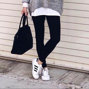 Adidas white sneaker black stripe